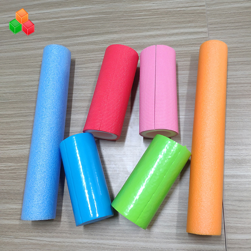 Aangepaste vorm logo kleur super zachte holle schuim buizen PVC EVA EPE schuim ronde buis voor indoor speeltoestellen / verpakking